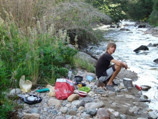 Koken bij de rivier